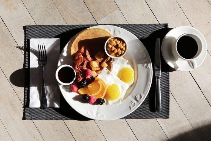Comer un desayuno más grande que la cena